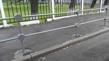 Пешеходные ограждения перильного типа
